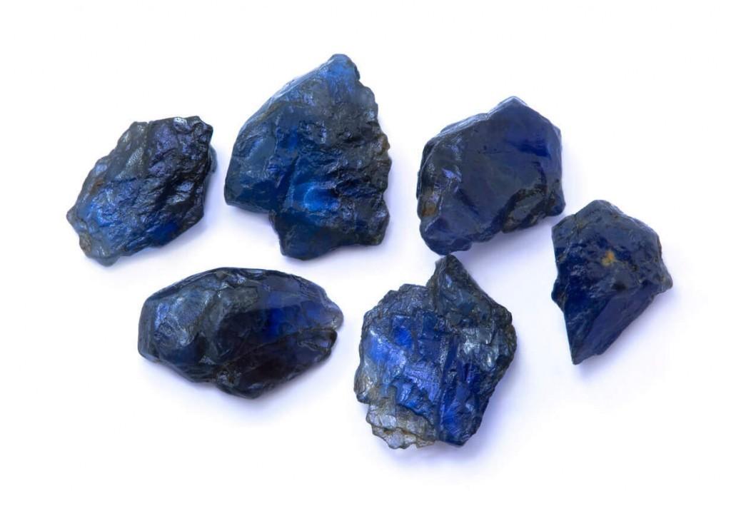 سنگ های راف و تراش نخورده یاقوت کبود