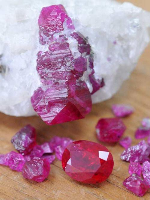 سنگ راف و نگین یاقوت قرمز طبیعی