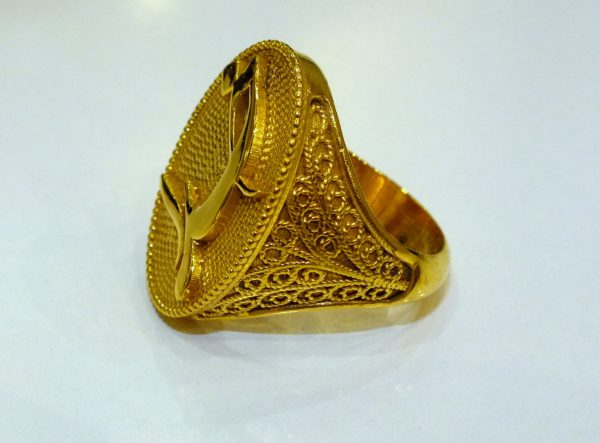 انگشتر طلا (خدا)