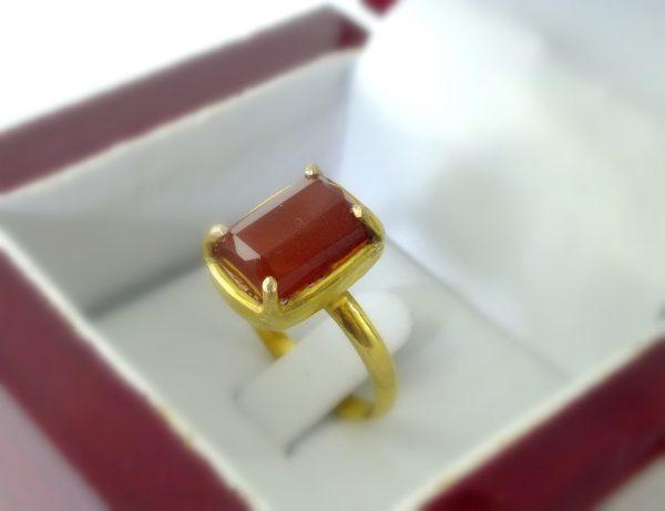 انگشتر طلای زنانه عقیق با تراش جواهری