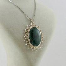 گردنبند نقره با سنگ مالاکیت طرح خورشیدی